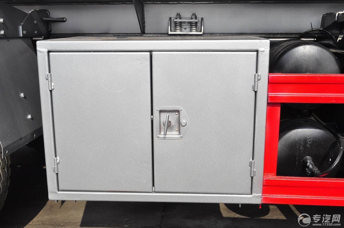 解放新悍威前四后六22.7方加油车工具箱1