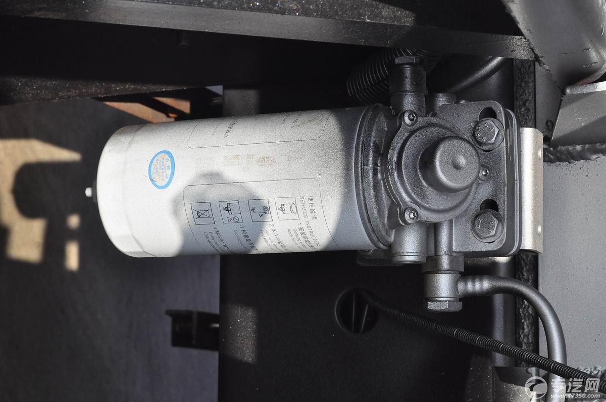 解放新悍威前四后六22.7方加油车柴油滤清器