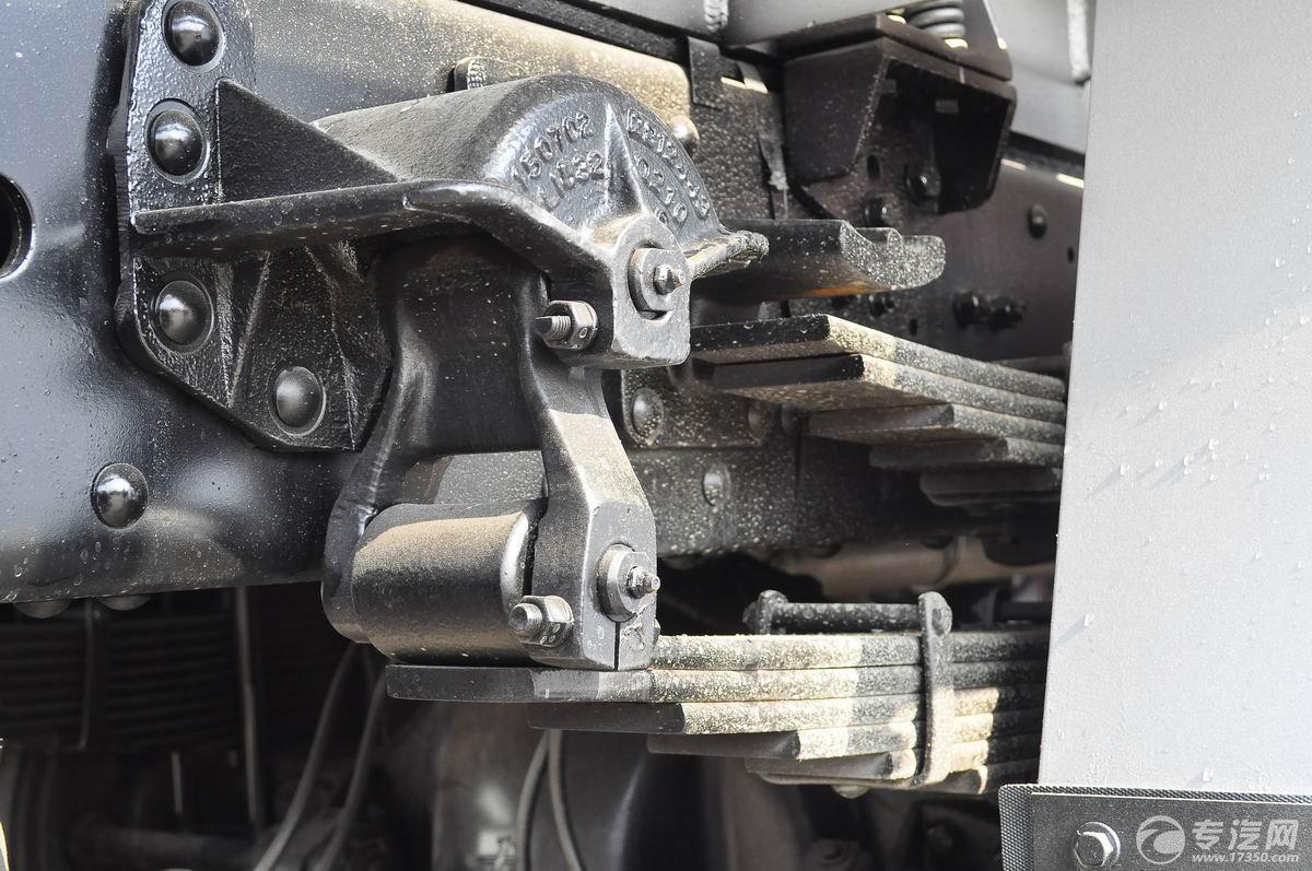 解放新悍威前四后六22.7方加油车钢板弹簧