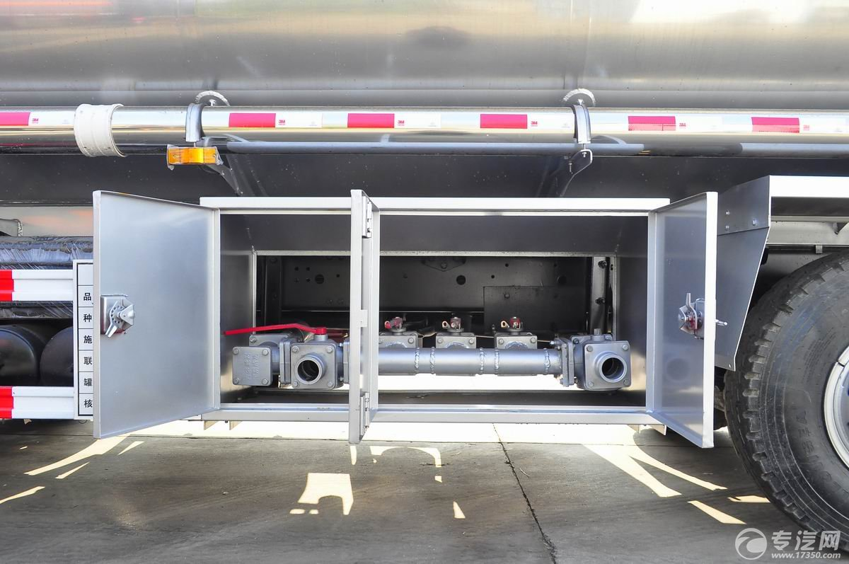 解放新悍威前四后六22.7方加油车操作箱