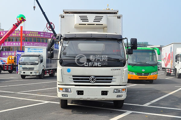 东风多利卡国五冷藏车正面图