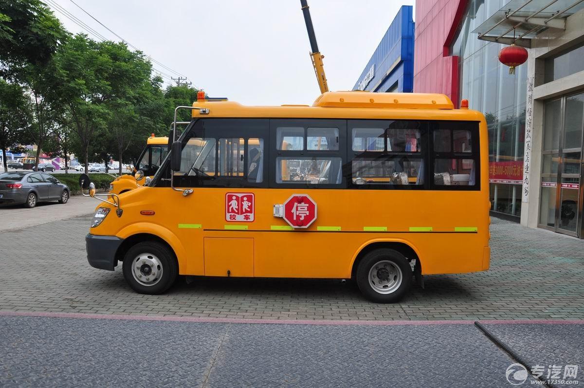 少林19座幼儿园校车左侧