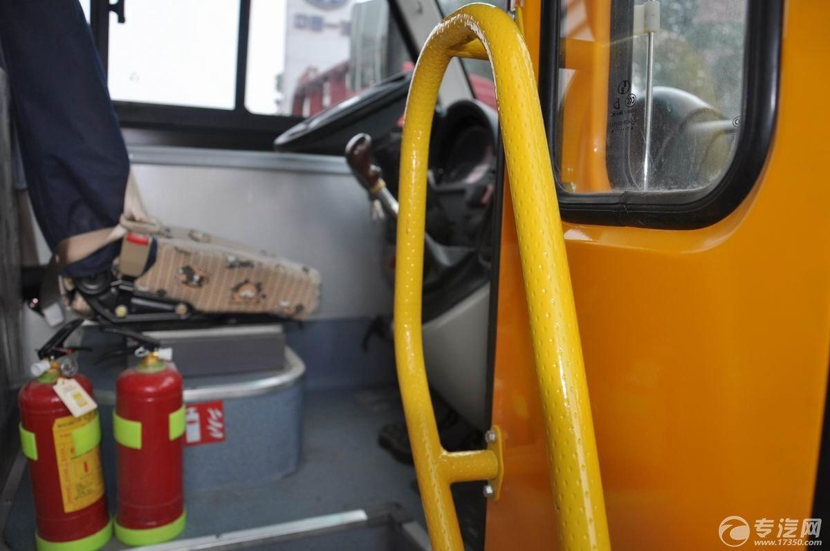 少林19座幼儿园校车上下车扶手