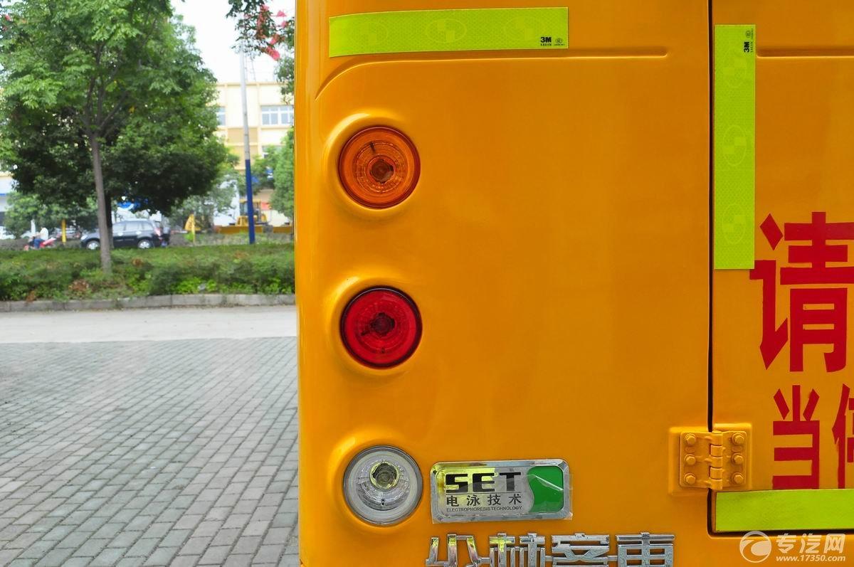 少林19座幼儿园校车后灯