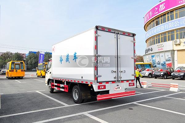 福田欧马可国五冷藏车方位图4