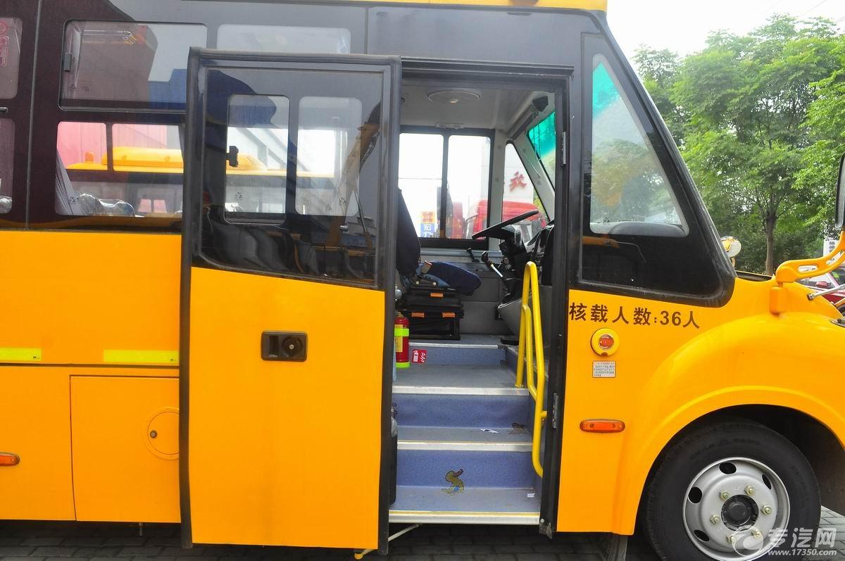 少林36座幼儿园校车上下车空间