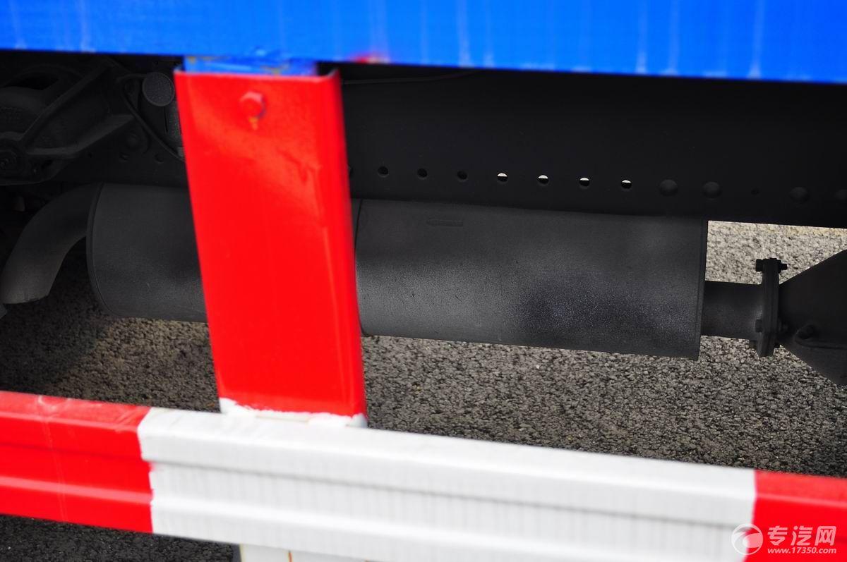 东风多利卡D9压缩式垃圾车尾气排放装置