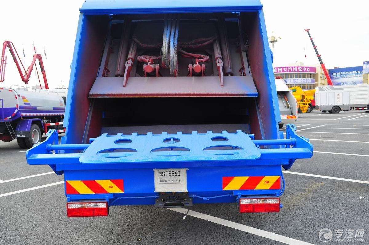 东风多利卡D9压缩式垃圾车液压自动垃圾处理压缩机构