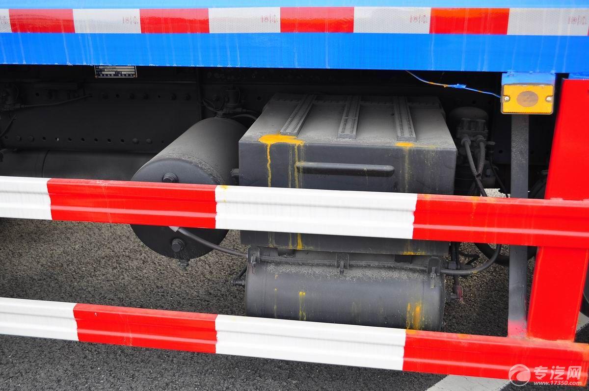 东风多利卡D9压缩式垃圾车防护栏