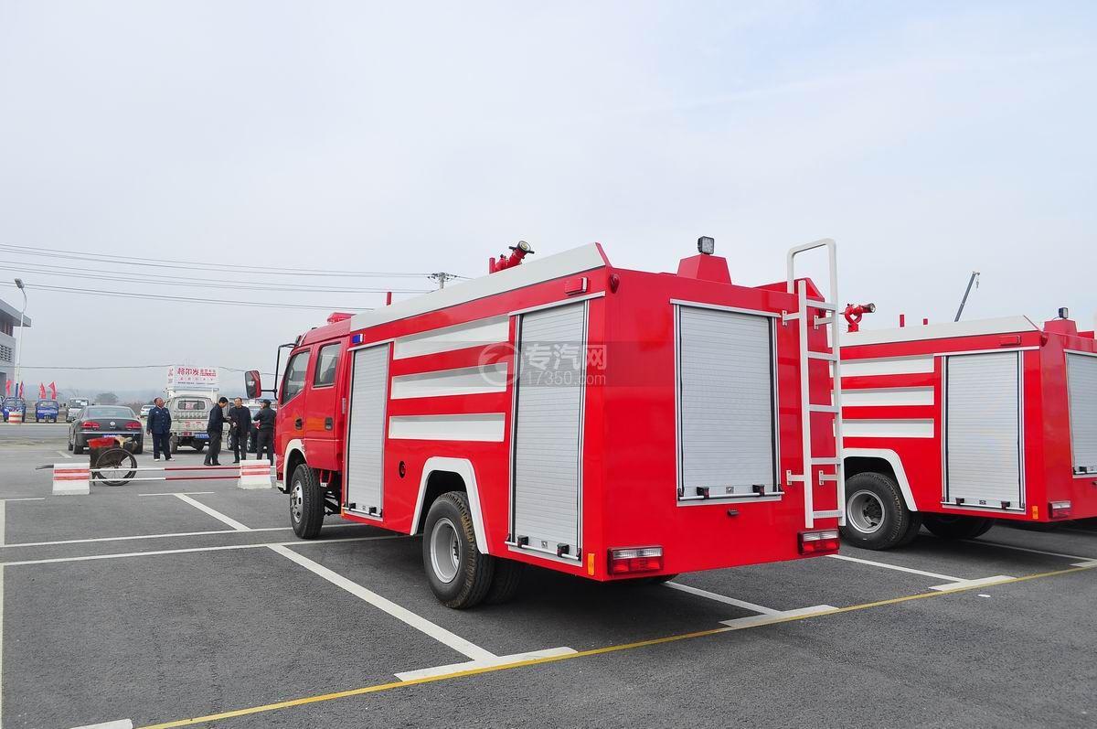 东风多利卡消防车左后45°图