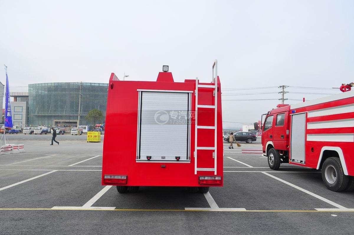 东风多利卡消防车后面图