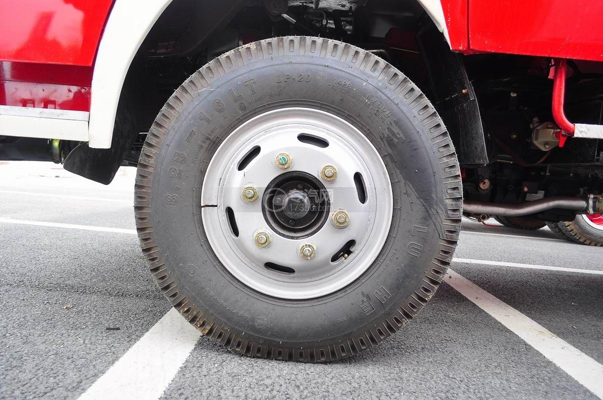 东风多利卡消防车前轮胎