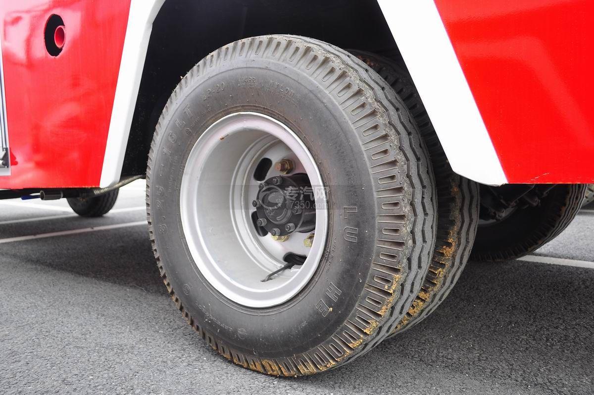 东风多利卡消防车后轮胎