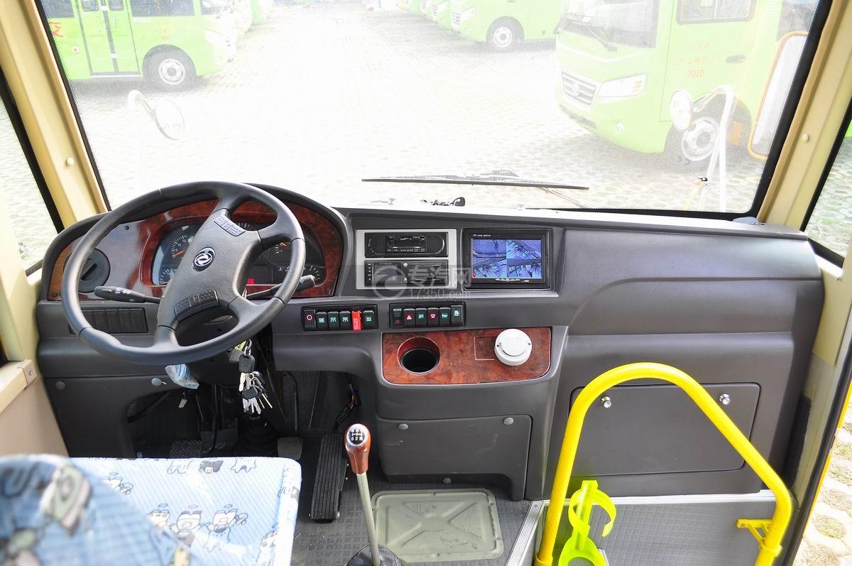 楚风18座幼儿园校车驾驶室驾驶室全貌