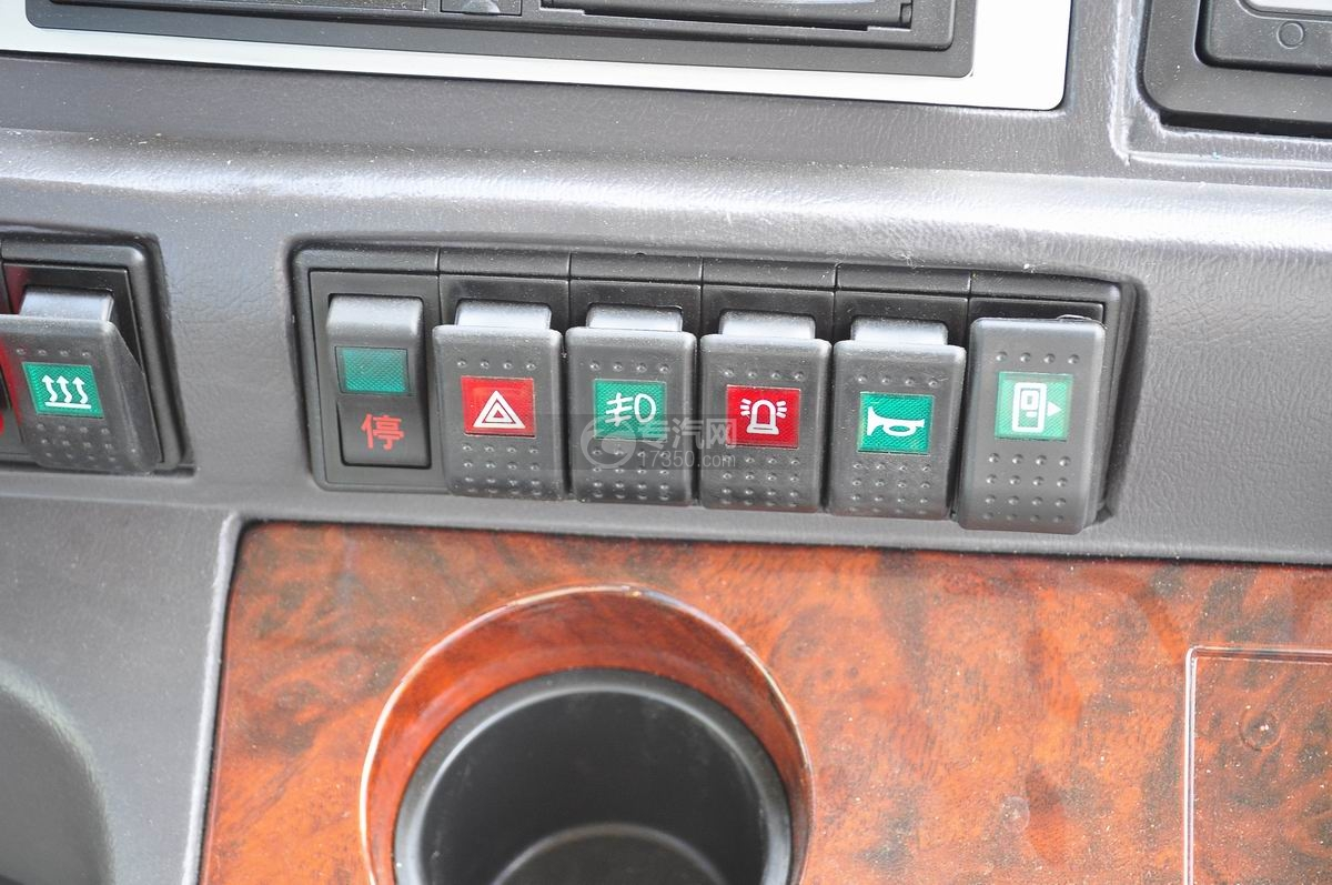 楚风18座幼儿园校车驾驶室操作按钮