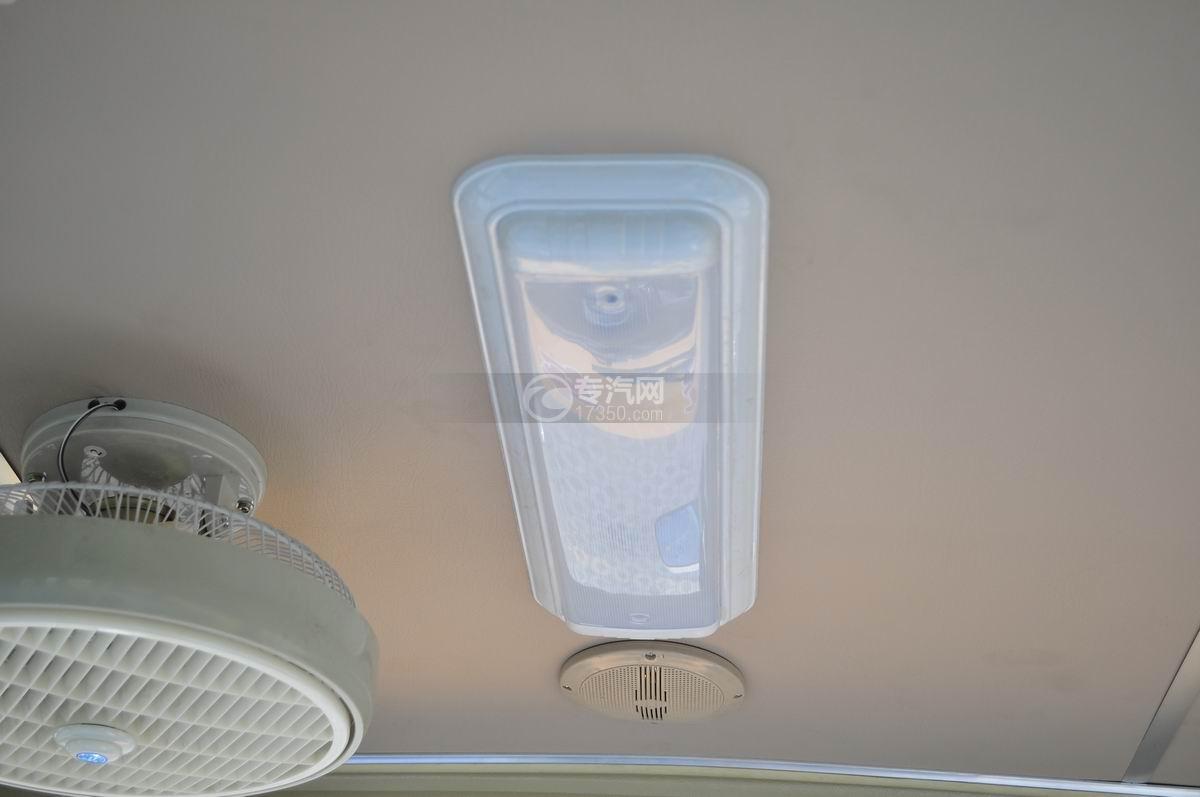18座幼儿园校车乘坐空间室内车灯