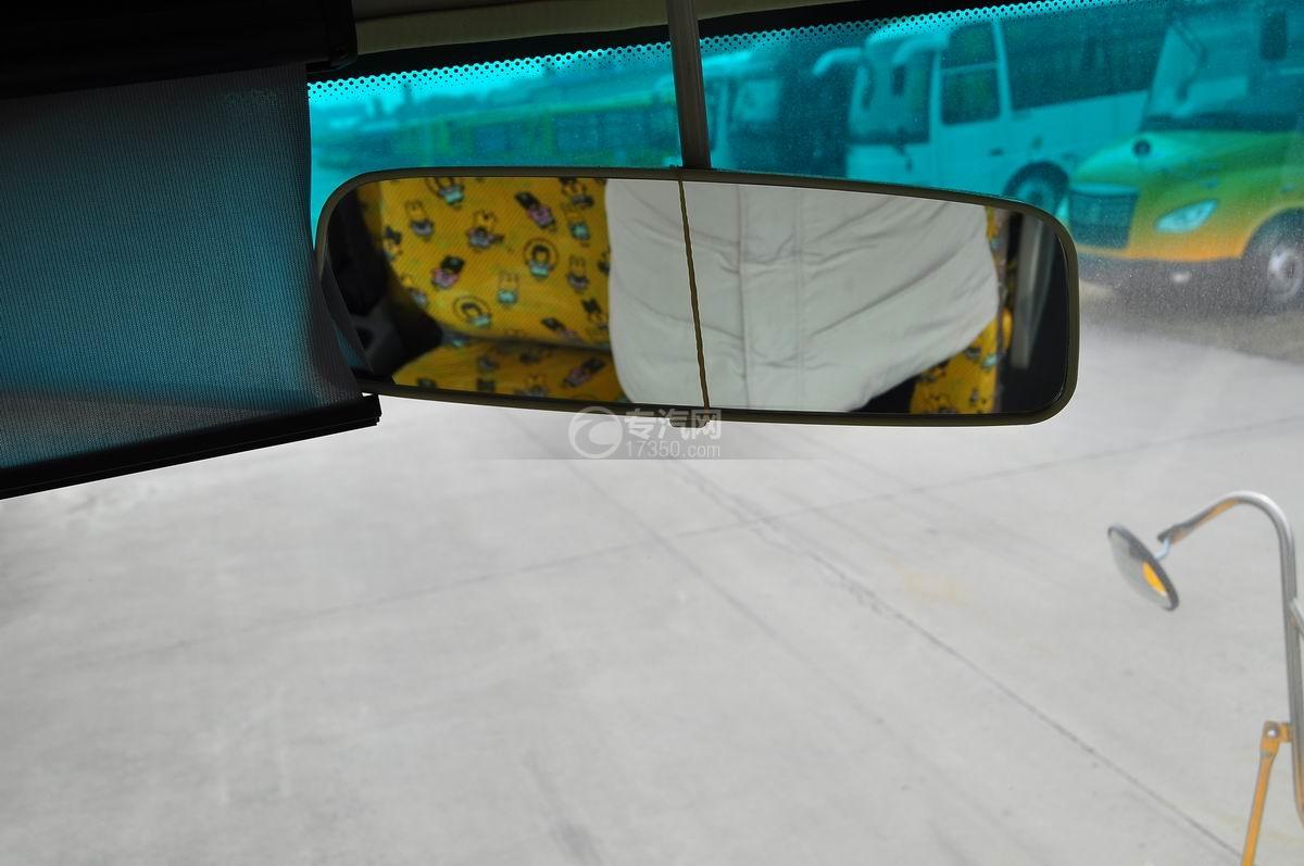 楚风34座幼儿园校车驾驶室后视镜