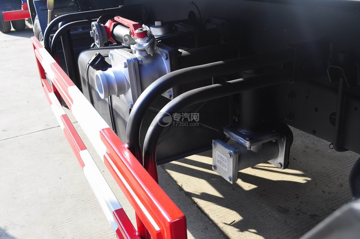 东风凯普特4.2方洒水车防护栏、油箱