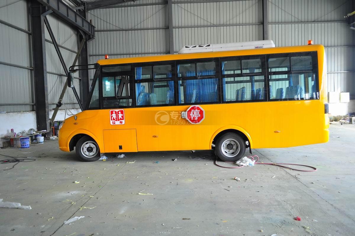 楚风35座幼儿园专用校车左面