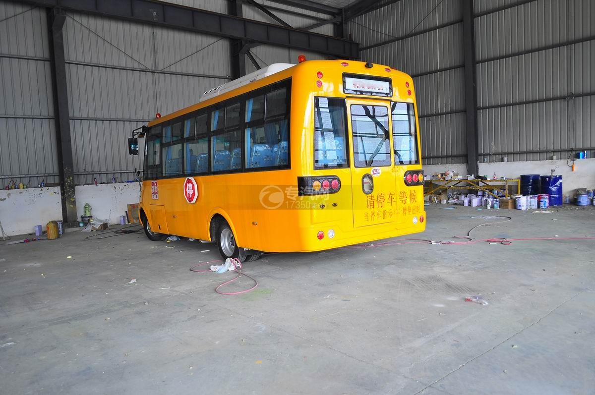 楚风35座幼儿园专用校车左后面