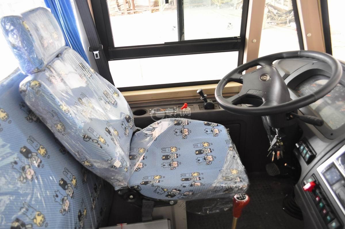 楚风35座幼儿园专用校车驾驶空间