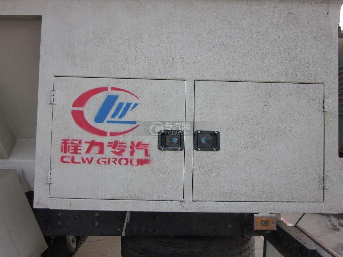 东风天龙散装饲料运输车液压泵及电线柜