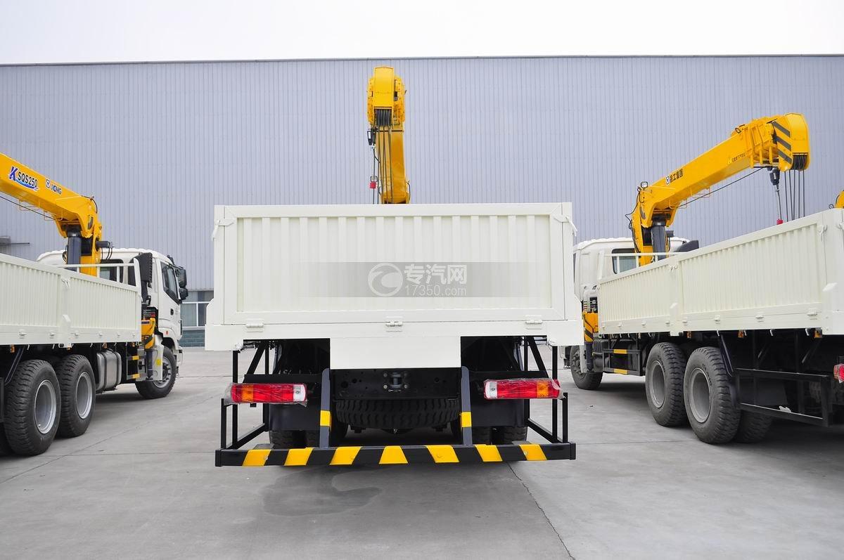福田欧曼ETX后双桥10吨随车吊后面图
