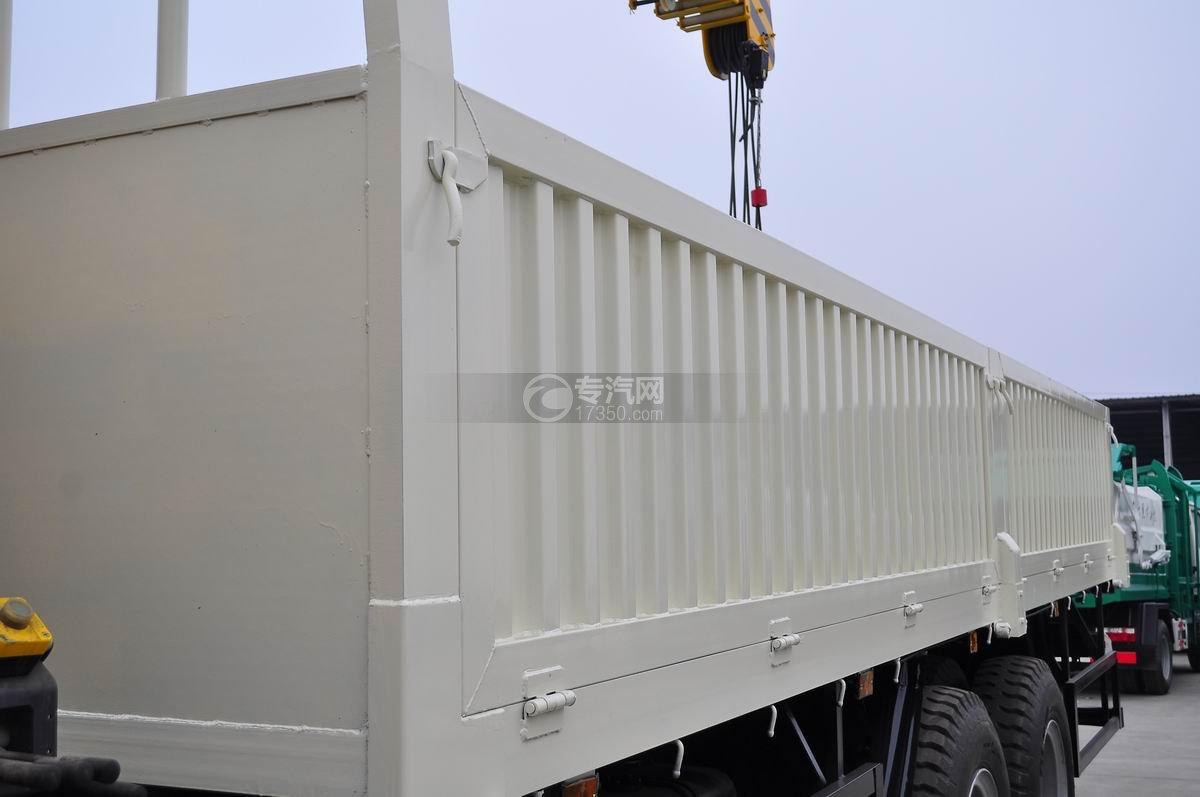 福田欧曼ETX后双桥10吨随车吊厢体