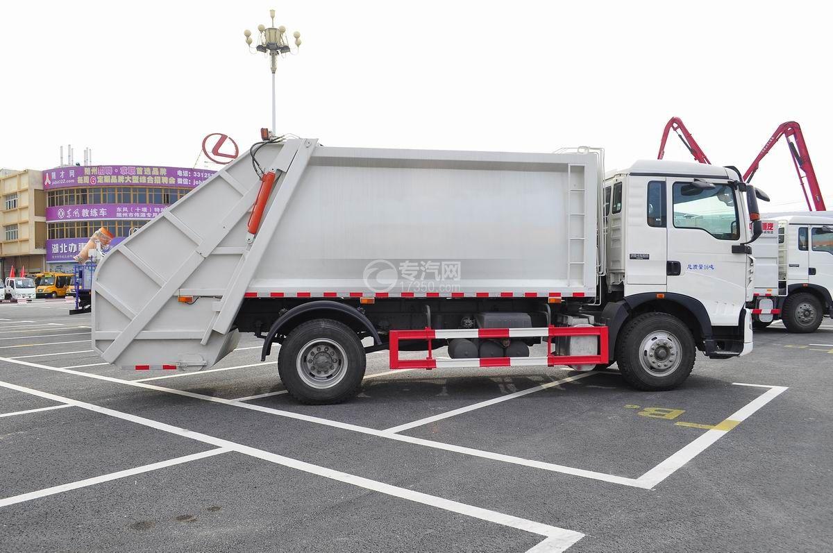 重汽豪沃单桥压缩式垃圾车右侧面图