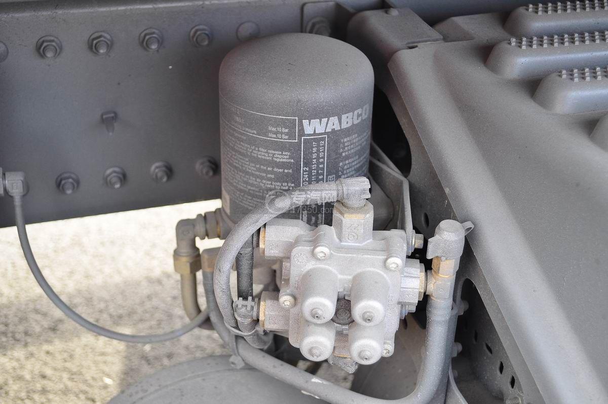 重汽豪沃单桥压缩式垃圾车空气干燥器