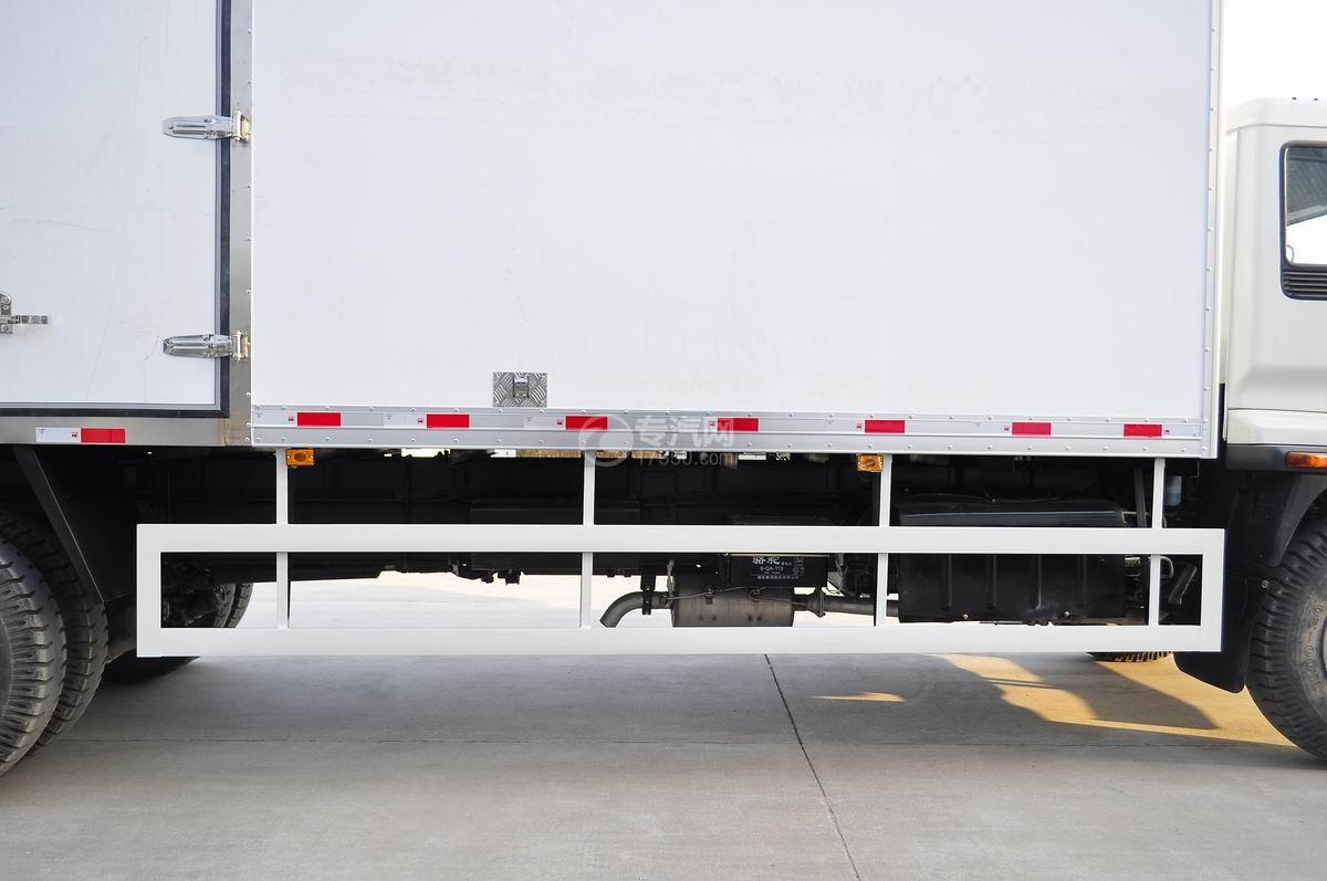 庆铃五十铃FVZ后双桥冷藏车反光标贴