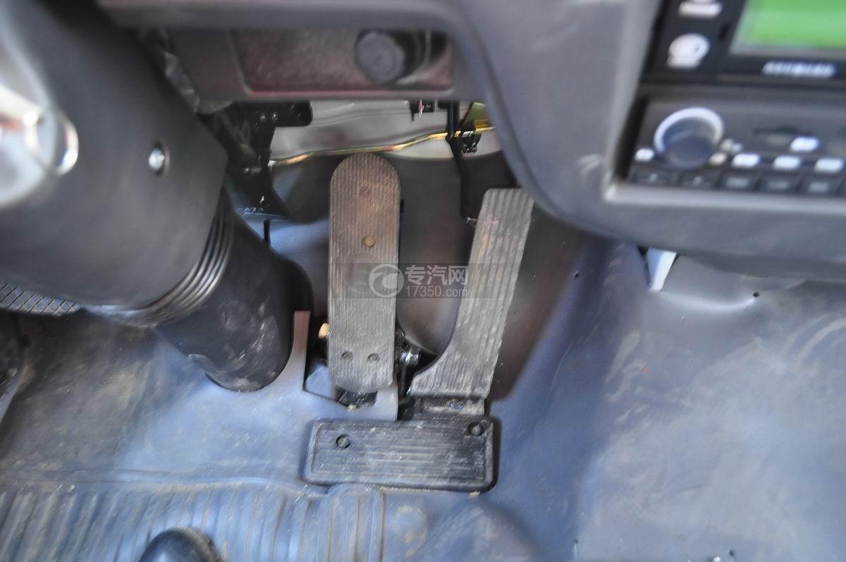 庆铃五十铃FVZ后双桥冷藏车刹车、油门、离合