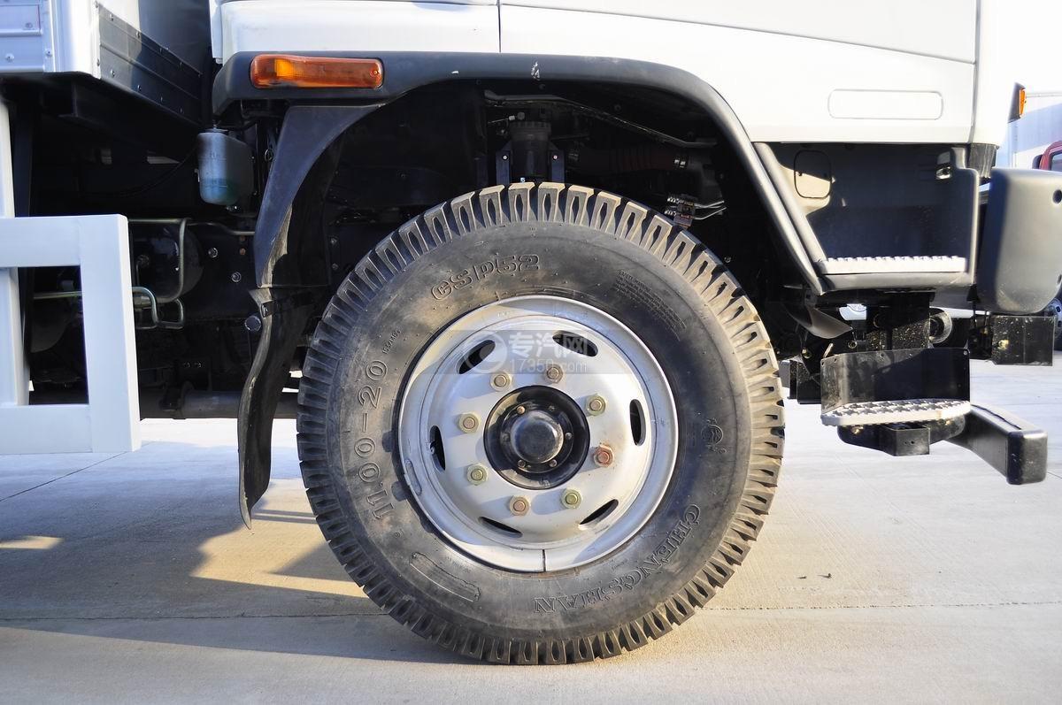 庆铃五十铃FVZ后双桥冷藏车前轮胎