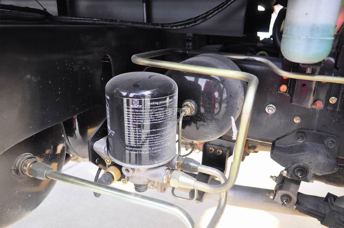 庆铃五十铃FVZ后双桥冷藏车再生储气筒