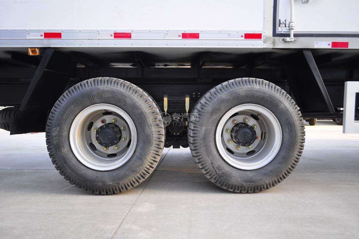 庆铃五十铃FVZ后双桥冷藏车后轮胎