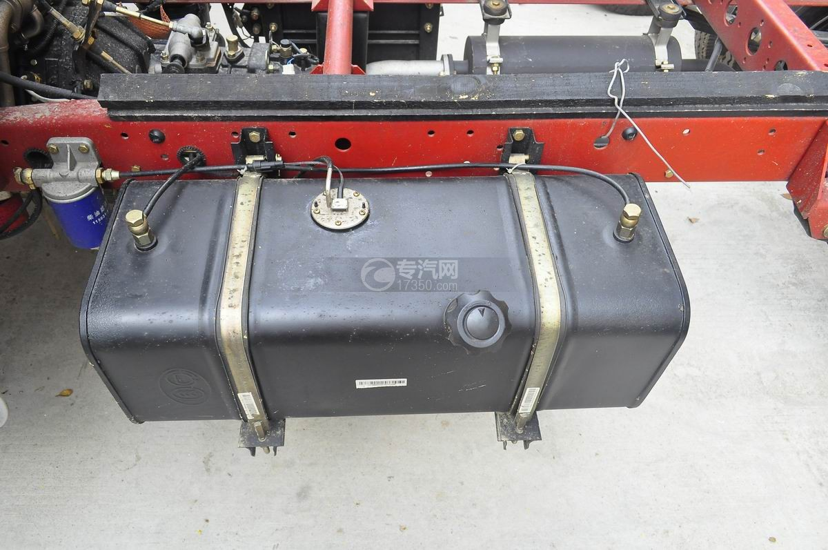 成都重汽王牌W1冷藏车油箱