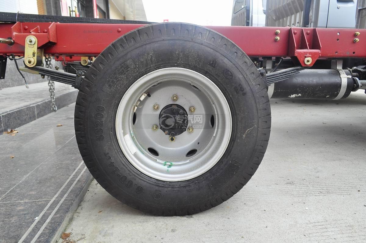 成都重汽王牌W1冷藏车后轮胎