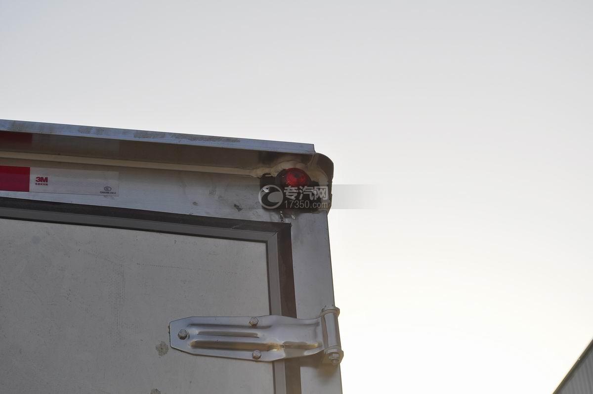 东风小多利卡冷藏车高位警示灯1