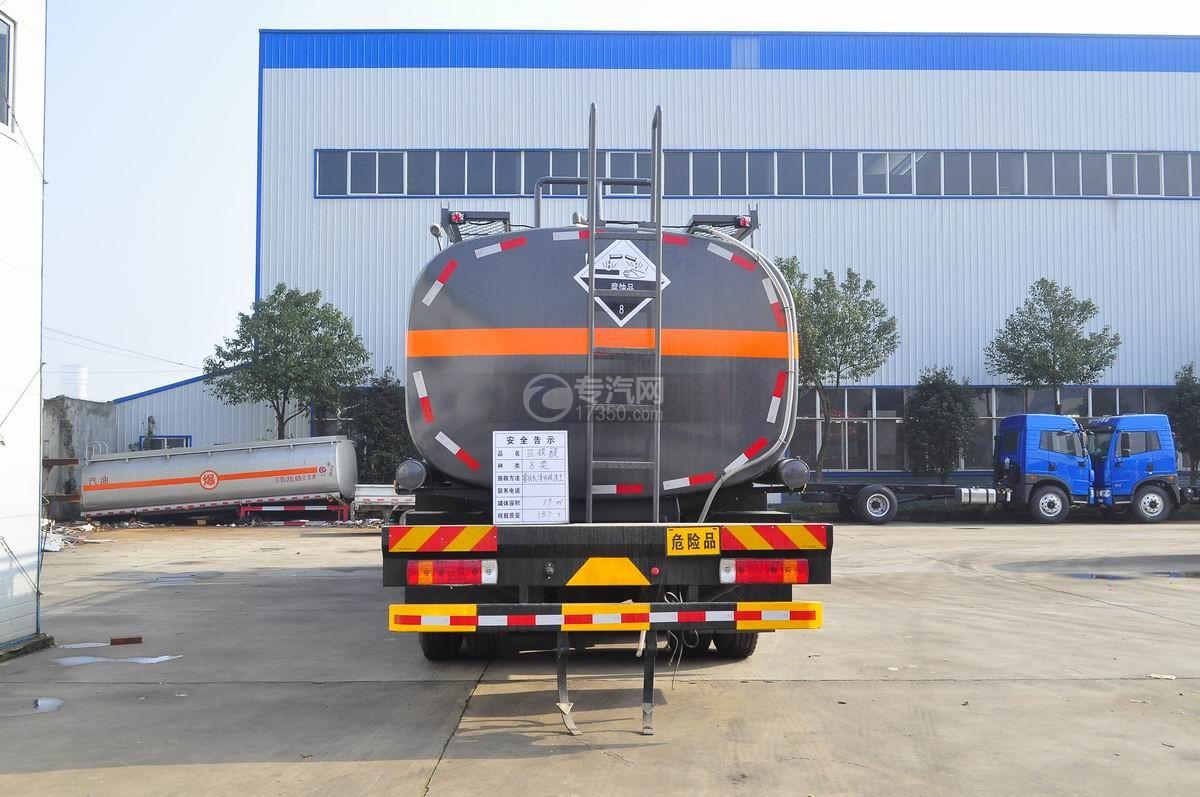 解放J6前四后八腐蚀性物品罐式运输车后面图