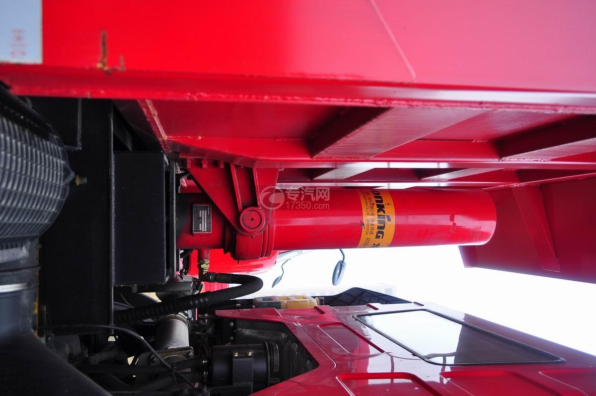 解放J6后双桥355马力自卸车油缸