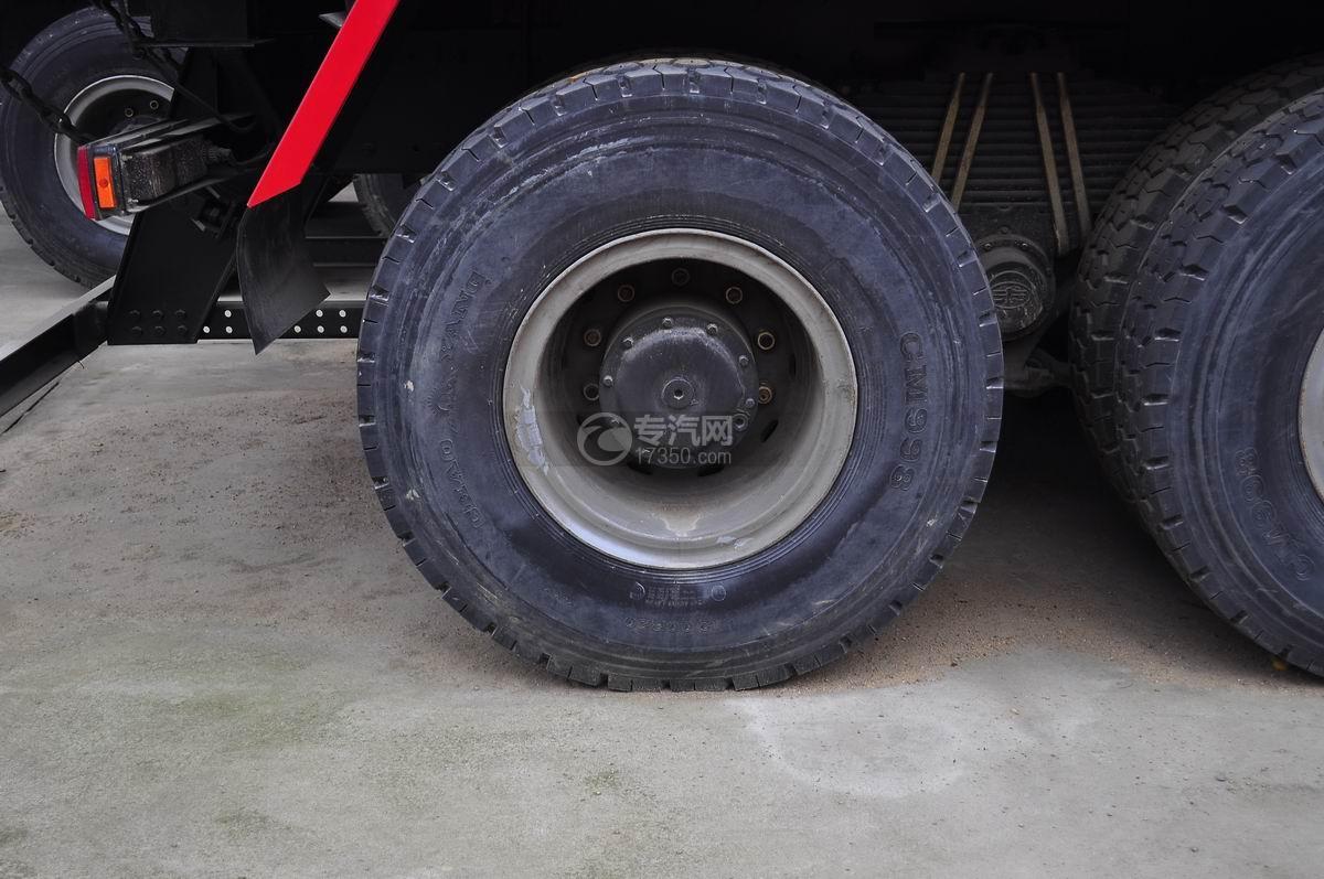 解放J6后双桥355马力自卸车轮胎