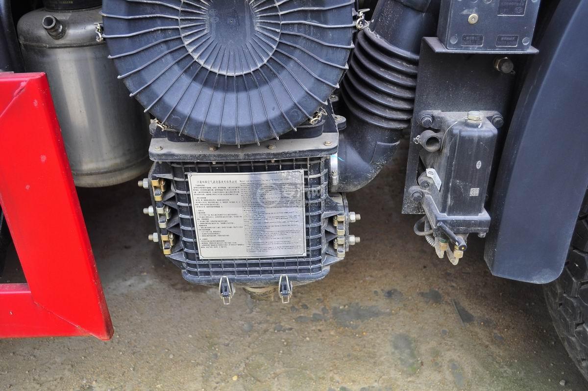 解放J6后双桥355马力自卸车沙漠双级空气滤清器