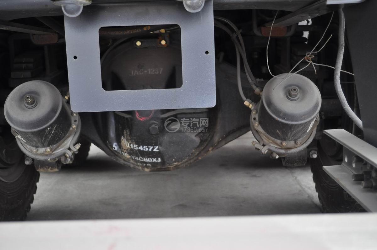 江淮格尔发前四后八对接式垃圾车上装气坛子