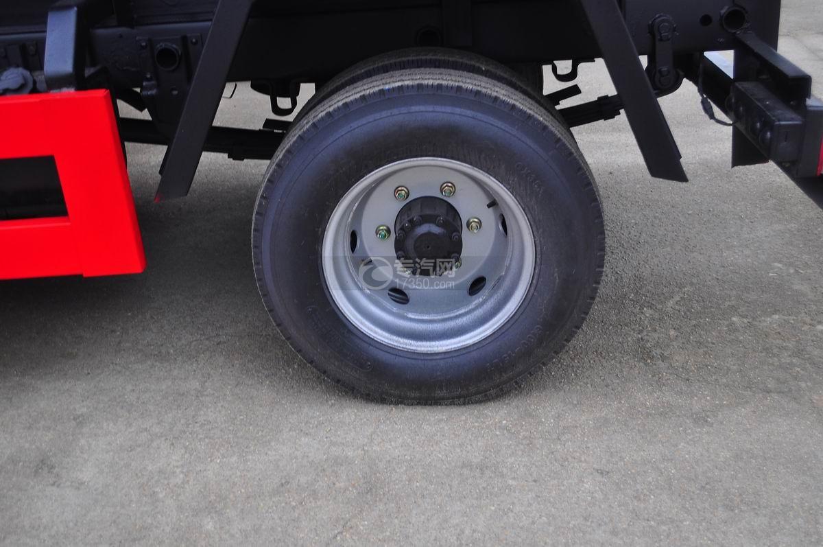 福田时代祥龙2挂桶式垃圾车轮胎