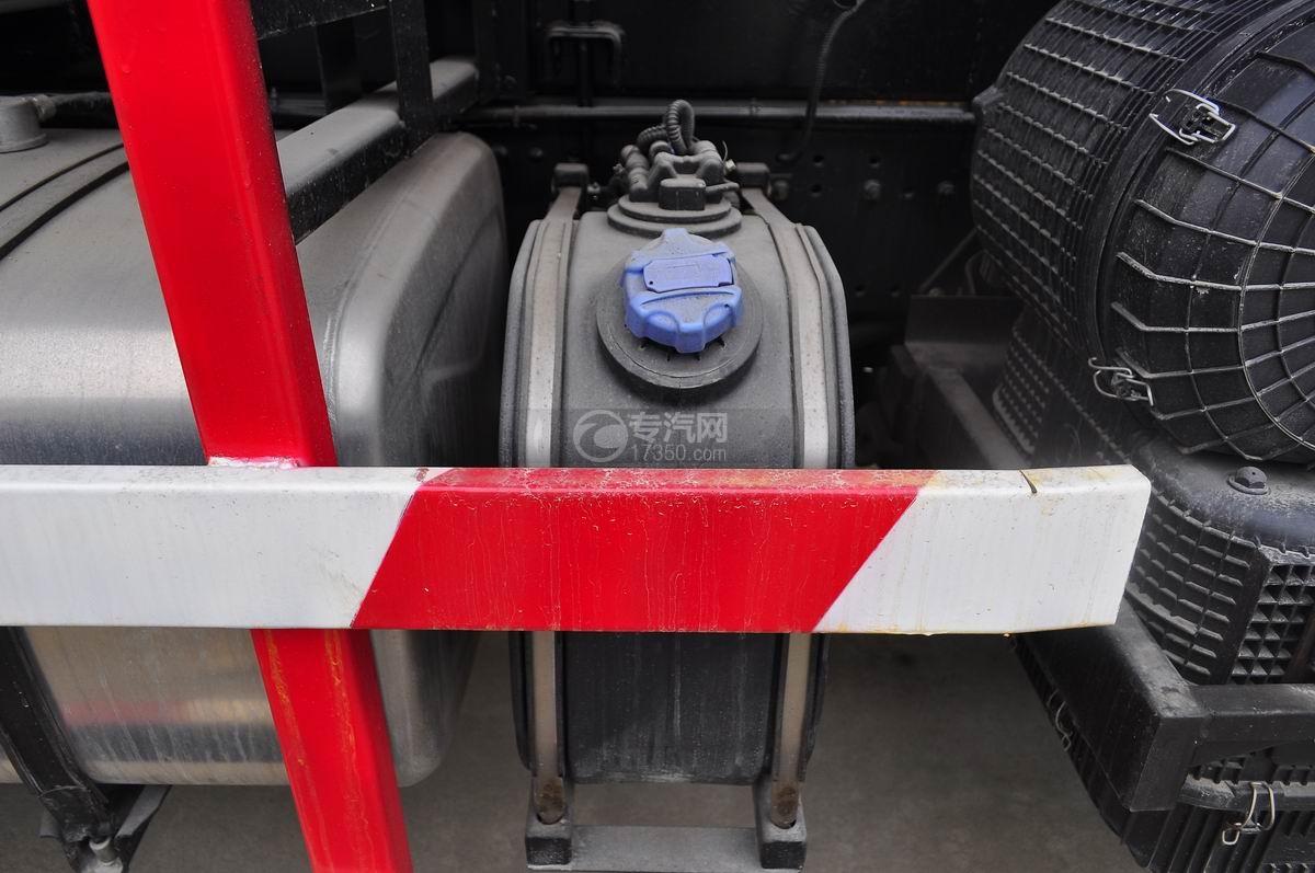 陕汽德龙F3000后双桥336马力自卸车尿素罐