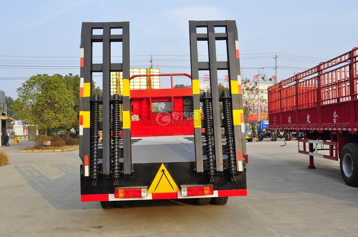 解放J6P前四后八平板运输车后面图
