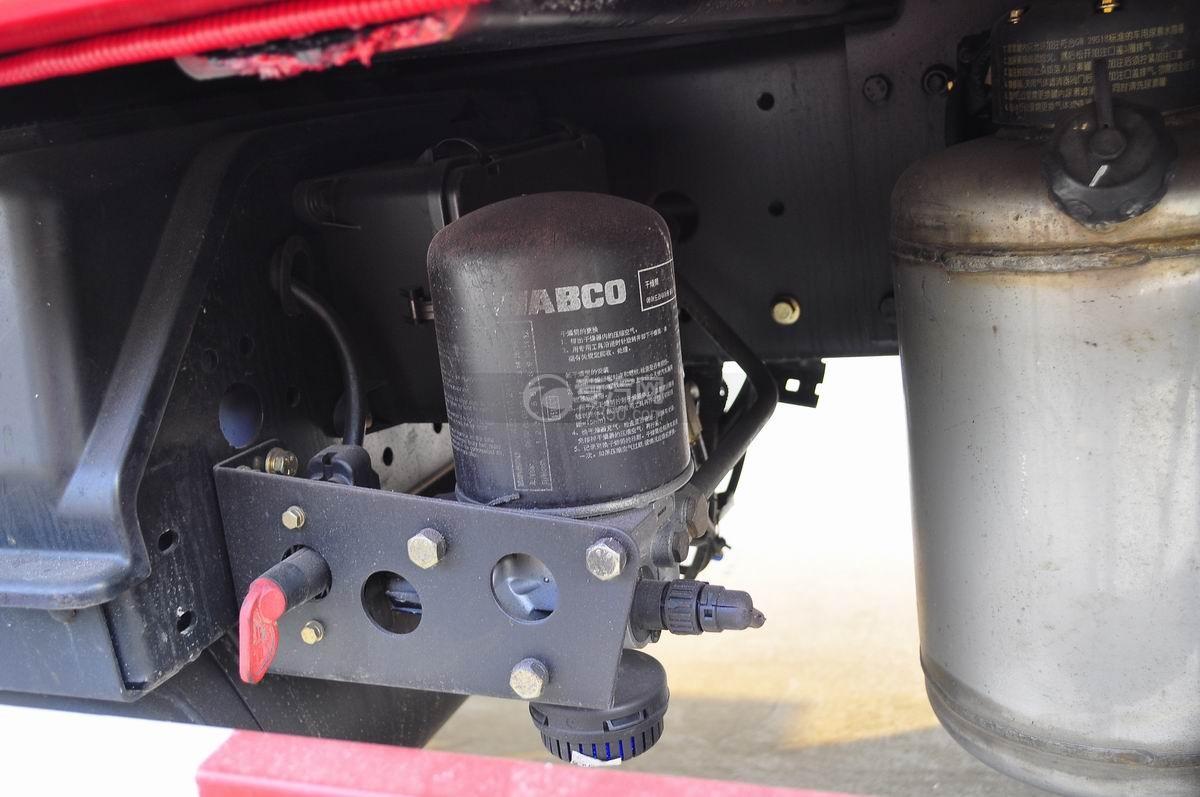 解放J6P前四后八平板运输车空气干燥器