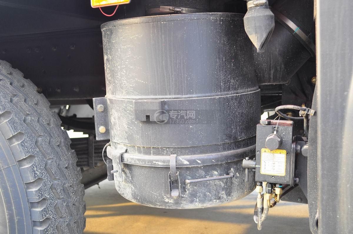 解放J6P前四后八平板运输车空气滤清器