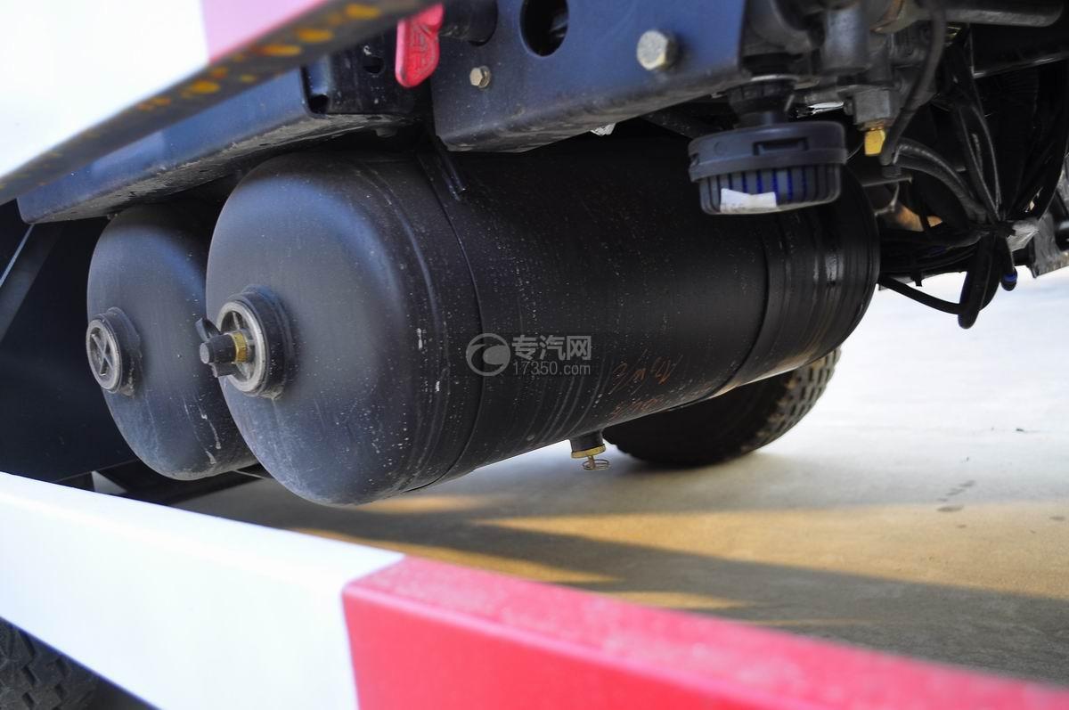 解放J6P前四后八平板运输车气刹坛子