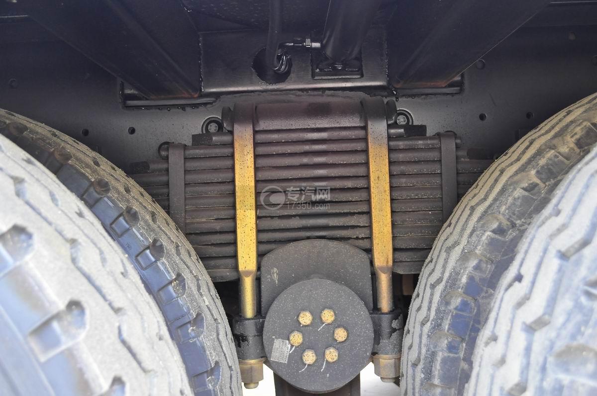 解放J6P前四后八平板运输车钢板弹簧一